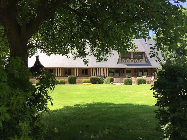 Grande long re de charme avec piscine maisons louer for Piscine haute normandie