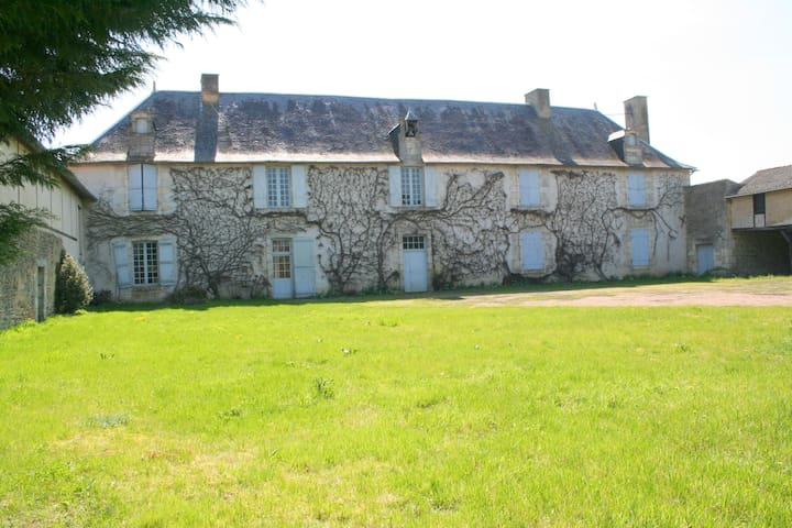 La Bastide de Courcelles - Gizay - Bed & Breakfast