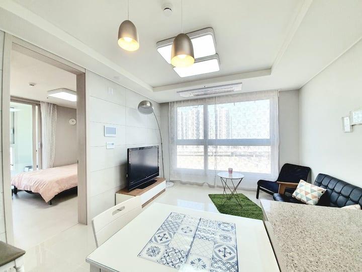 🌈연수구송도 지하철역 앞/2룸  바다가 보이는 침실/장기&애견가능🌈