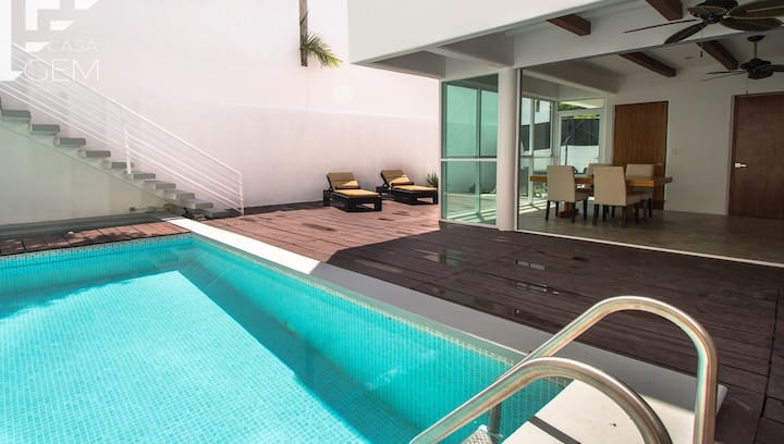 Entire house with Plunge pool & bycicles