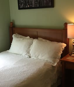 Cozy Room with Private Bath near IAD and GMU - Fairfax