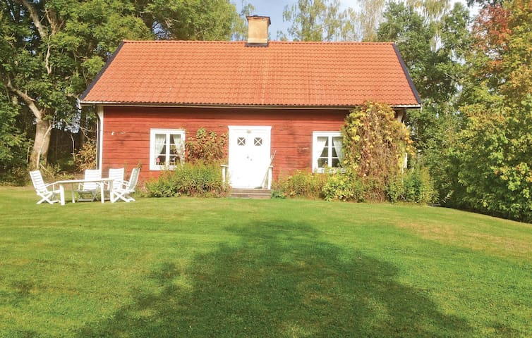 Holiday cottage with 2 bedrooms on 100m² in Tjällmo