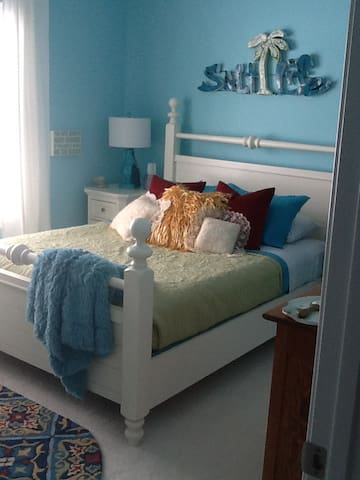 Private room with full bath - North Myrtle Beach - Adosado