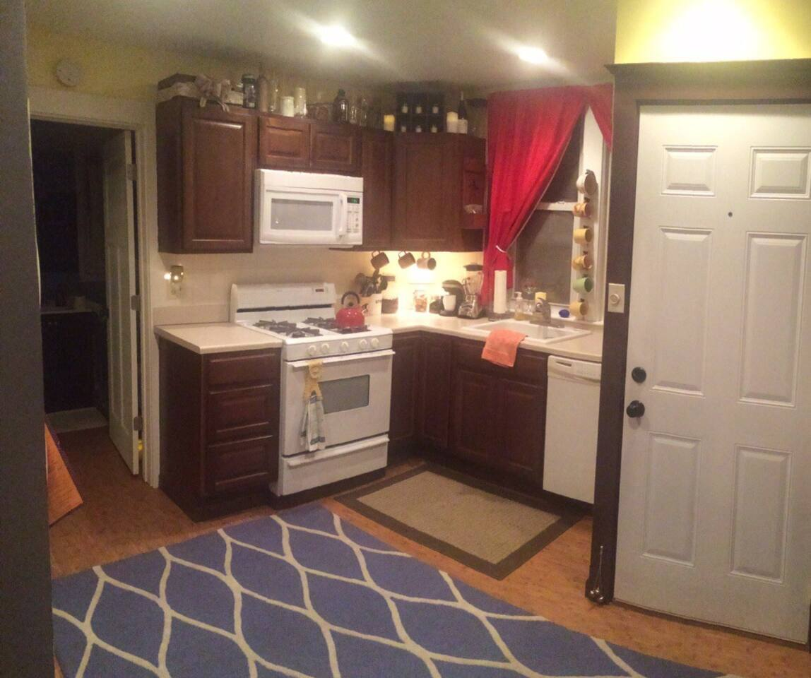 Private Full Kitchen w Dishwasher and Kuerig