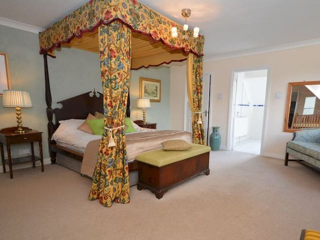 Luxury 4 Poster Bedroom,Wet Room,Blandford