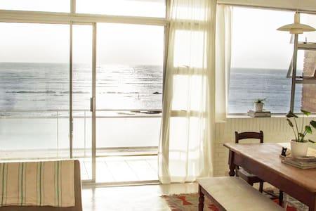 Minimalist Beach Flat with Incredible Sea Views - ケープタウン - アパート