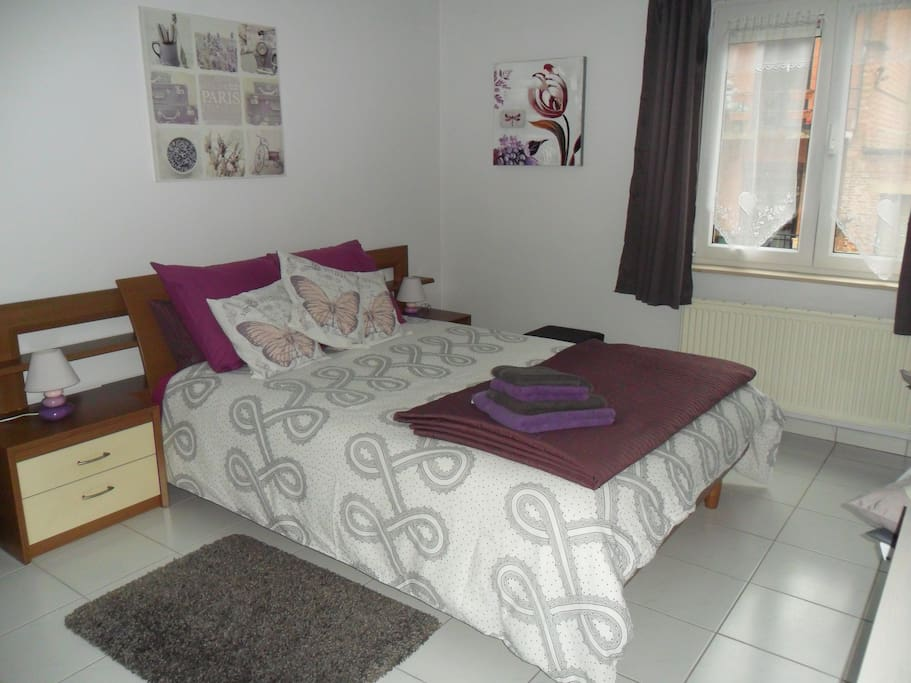 Chambre et salle de bains privative apartments for rent for Chambre french translation