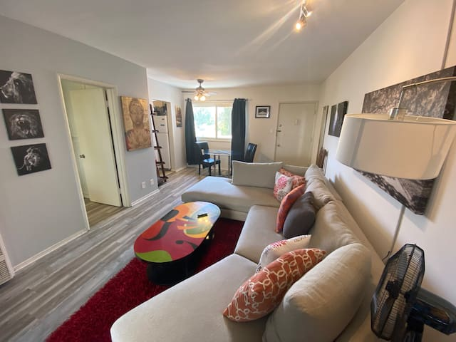 Relaxing Westwood 1 BR walk to UCLA