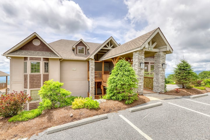 Luxury Sugar Mountain condo w/private covered balcony & hardwood floors
