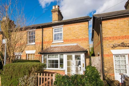 5 mins to station from a cosy cottage. - Rickmansworth - House - 1