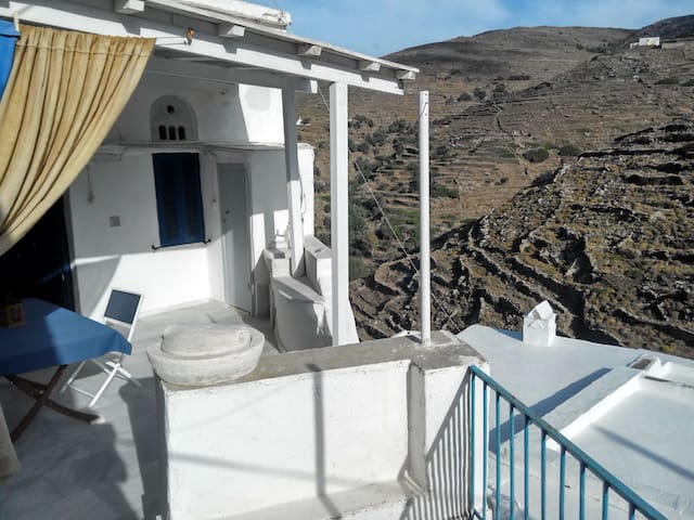 Traditional cycladic village house with character - Panormos