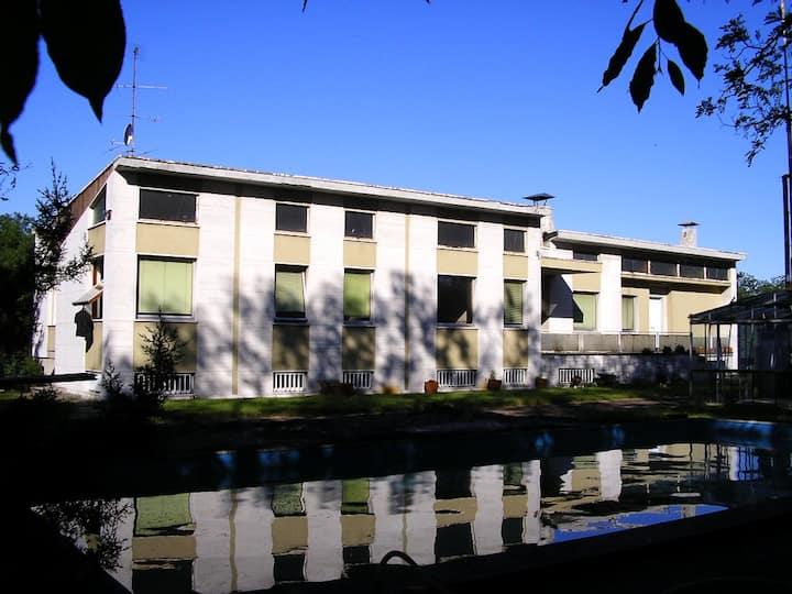 Grande villa stile anni 50
