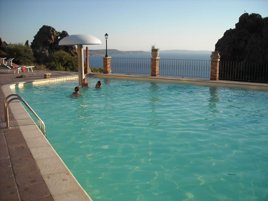 RESIDENCE POOL/ piscina del residence affacciata sul mare