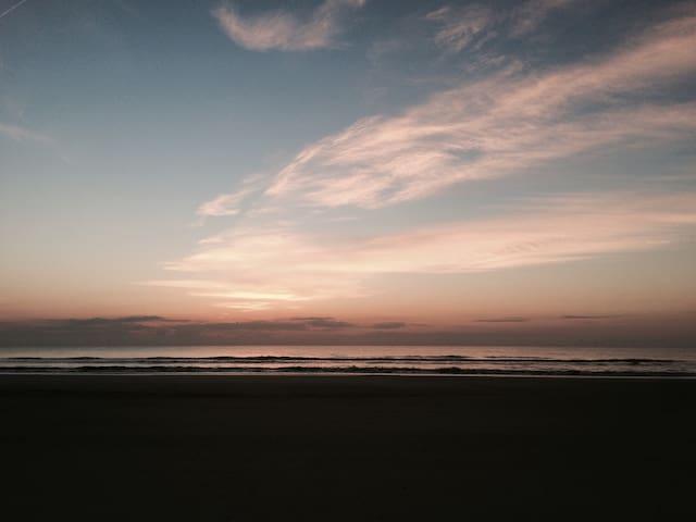 Beach Hut Getaway - Jacksonville Beach