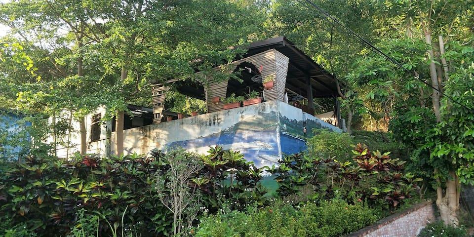 長濱窩居Escargot Inn #森林公園旁,離市街走路1分鐘,生活機能佳,2分鐘車程看海景#