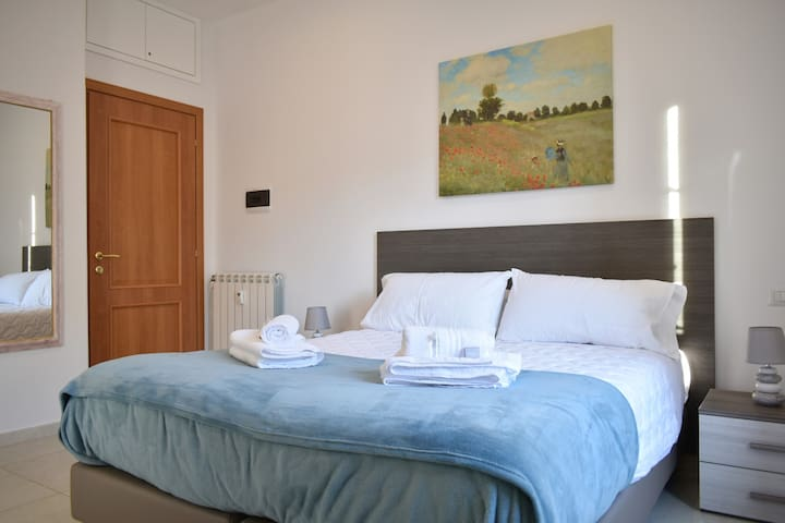 Bedroom 1: Double bedroom, private bathroom, air conditioning, wardrobe, desk, smart TV (NETFLIX subscription included), soundproof windows.