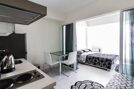 1BR condo with Balcony-Azure Resort - Parañaque
