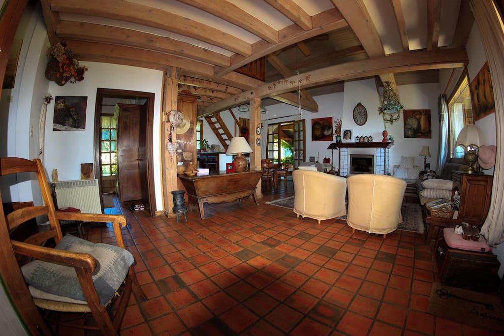 Le salon de la maison principale (2)