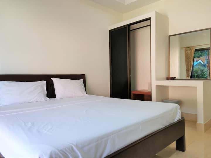 1 King Size Bedroom at Sanguanporn Apartment