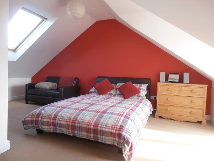Sunny ensuite loft room