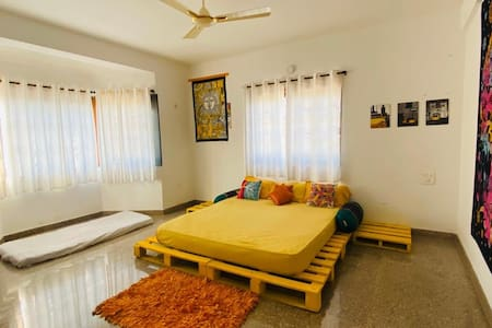 Eclectic Hippie home Goa with mountain view & wifi