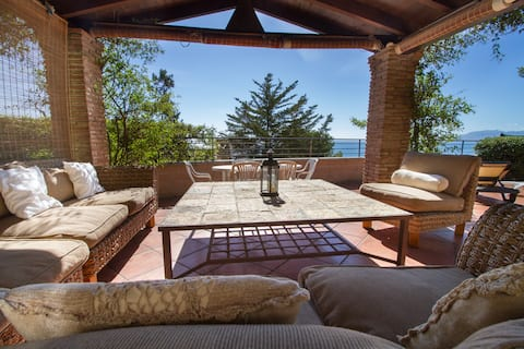 Beach apartment with Breathtaking seaviews
