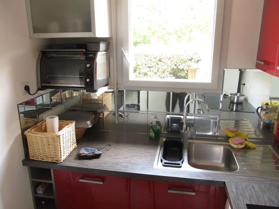 Cuisine full equipee avec lave vaisselle et plaque induction