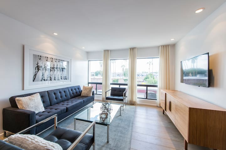 Renovated Loft Style Condo In Old Town