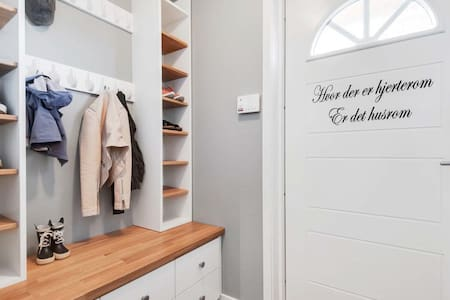 A private nicely furnished room with many accesses - Trondheim