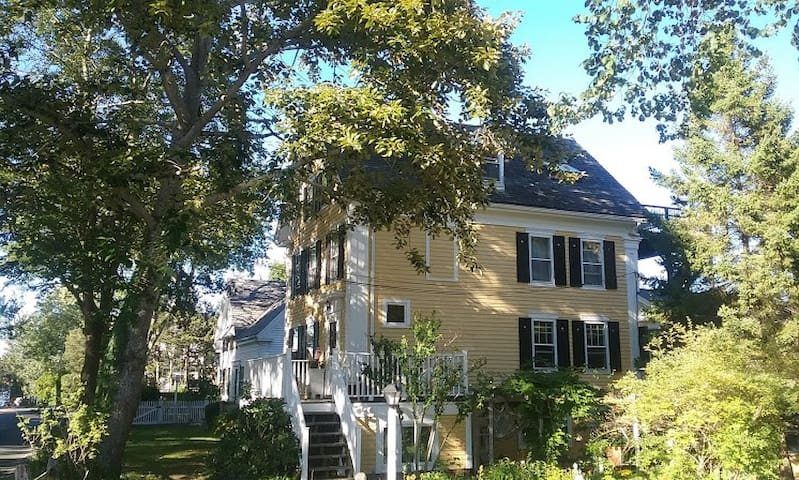 Writer's Hideway in 1825 Whaler's Home