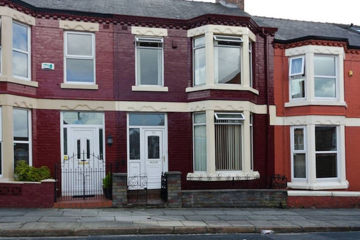 Family Home close to Penny Lane