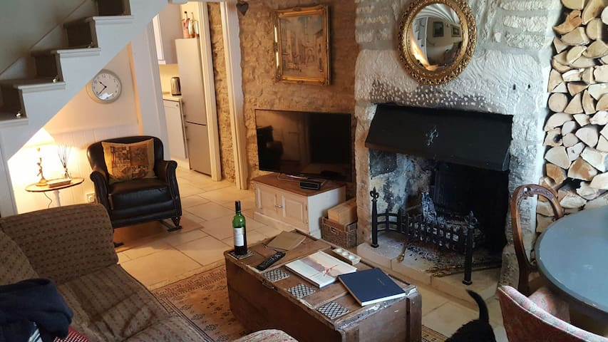 Luxury, Cosy Cotswold Cottage in Tetbury Town