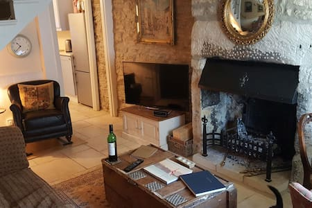 Cosy 2 bed Cotswold Cottage Tetbury - Tetbury - 独立屋