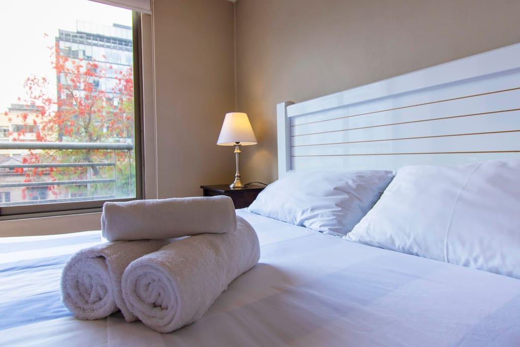 Se dejan ropa de cama y toallas / Towels and linens provided. Santiago de Chile.