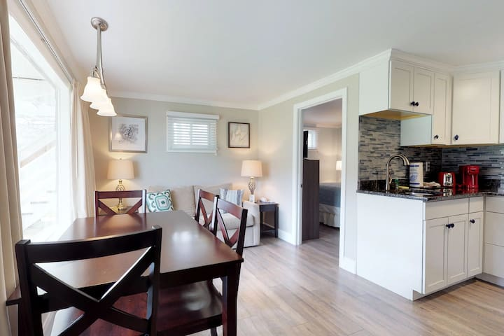Dog-friendly seaside cottage w/access to a shared pool, tennis courts, & more