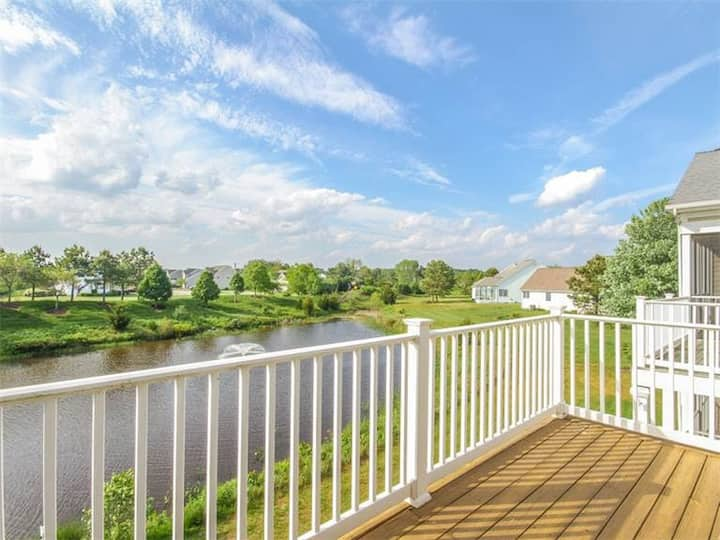 Bear Trap Dunes 2nd floor condo w/ golf on-site, fireplace, and free WiFi