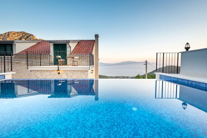 Holiday home Kontesa w/ heated pool