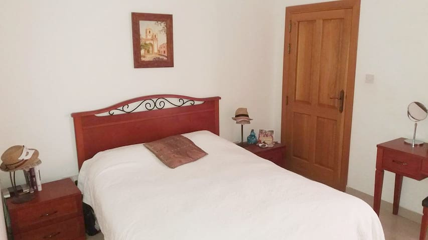 Bright Double Bedroom (own bathroom) - St. Julians - Saint Julian's - Appartamento