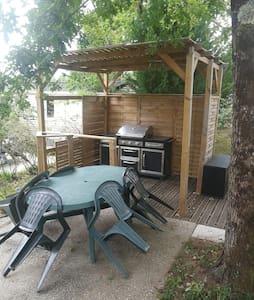 Mobil home dans camping 4*