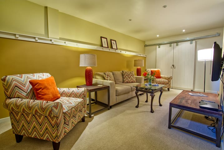 Clean, Stylish, Guest Suite in Downtown Glenwood!