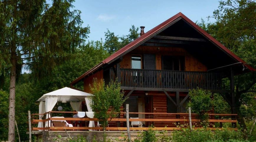 Chalet by the river - Bosiljevo