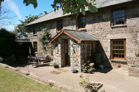 Traditional Cornish farmhouse in a beautiful area