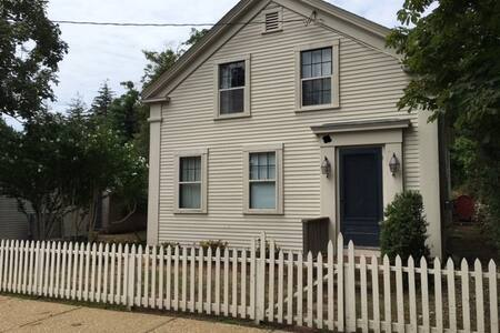 Historical Home in the Heart of Vineyard Haven, MV - Tisbury - House