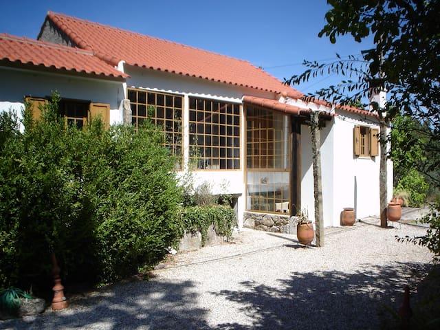 Casa rustica em lugar tranquilo com bosque - Covilha - Srub
