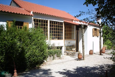 Casa rustica em lugar tranquilo com bosque - Covilha - Cabin