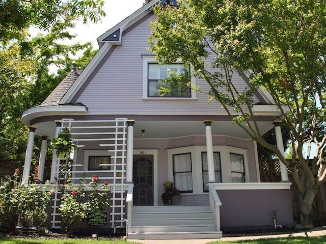 Walk to downtown or minutes from freeway!