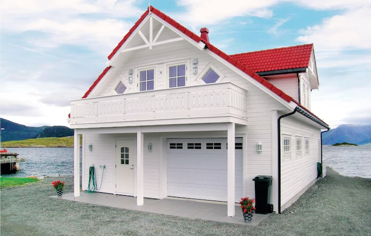 Holiday cottage with 4 bedrooms on 160 m² in Sandshamn