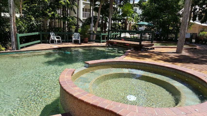 2Bdrm, FREE WiFi, NO CLEANING FEE, LGE RESORT POOL - Cairns - Byt