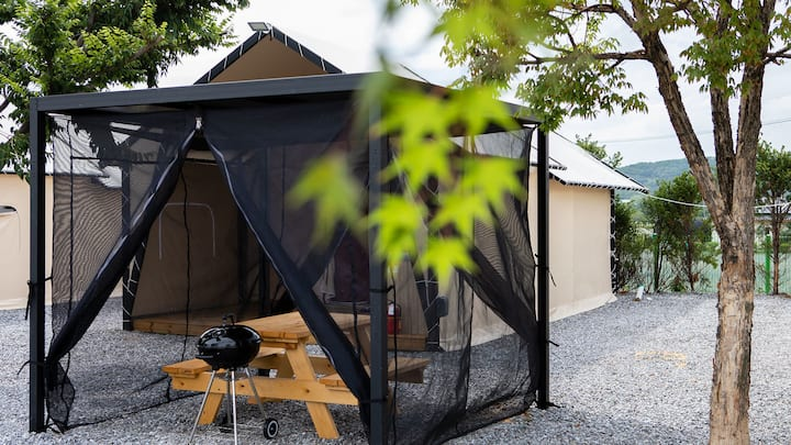 캠핑의 낭만과 더불어 편안한 잠자리를 제공하는 글램핑6(객실 현장랜덤배정)