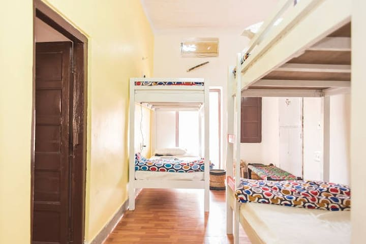 CrashPad-4 Bed Dorm Ensuite - Jodhpur - Bed & Breakfast